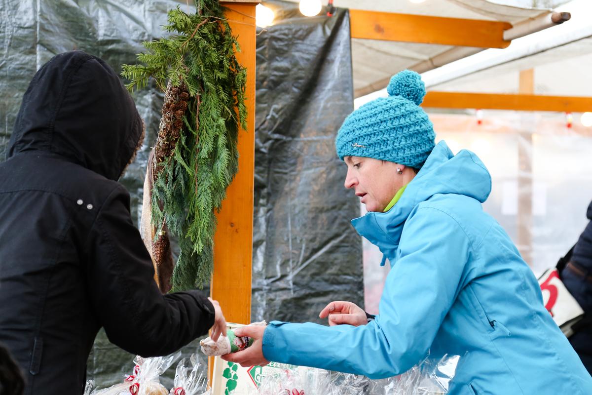 Weihnachtsmarkt_Raiffeisen_schöniaugeblick_fotografie_ostschweiz_weihnachtsmarkt_Markt_sterne_advent-47