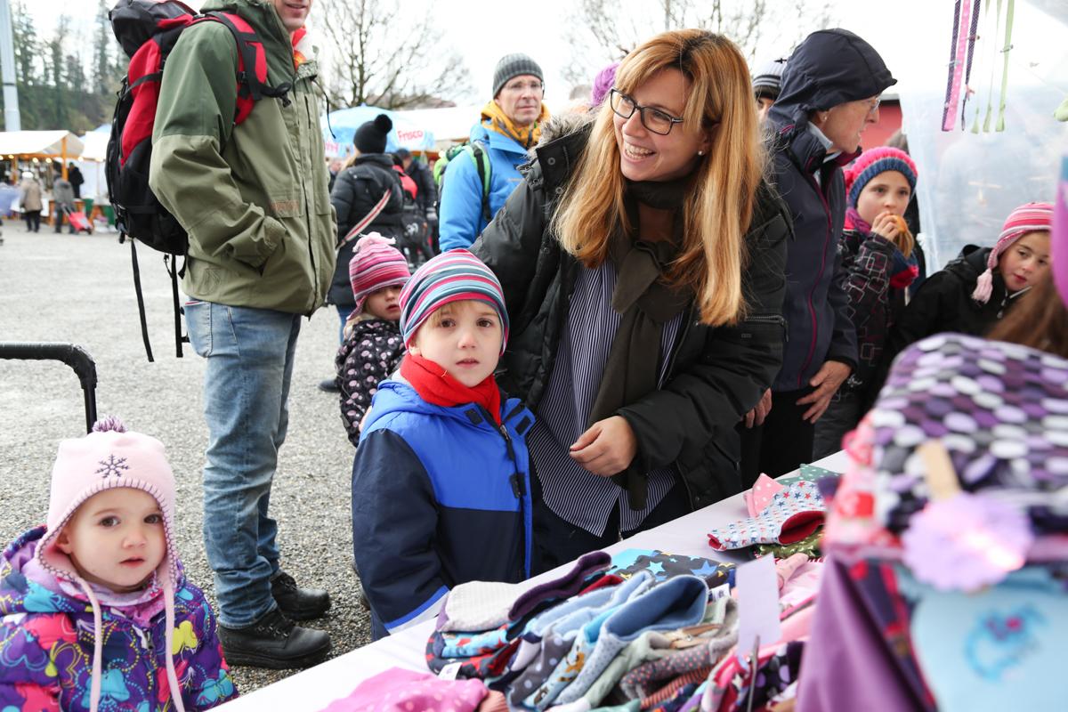 Weihnachtsmarkt_Raiffeisen_schöniaugeblick_fotografie_ostschweiz_weihnachtsmarkt_Markt_sterne_advent-56