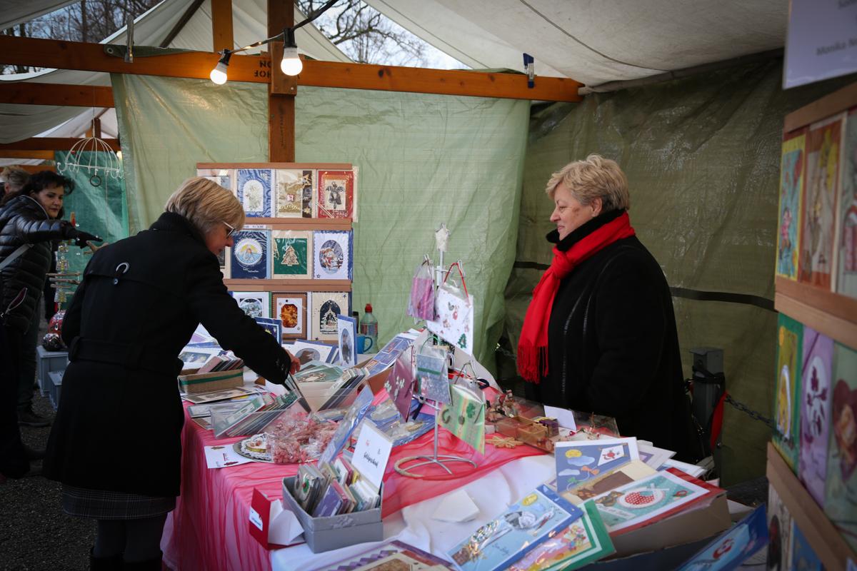 Weihnachtsmarkt_Raiffeisen_schöniaugeblick_fotografie_ostschweiz_weihnachtsmarkt_Markt_sterne_advent-65