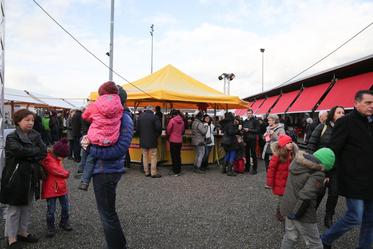 Weihnachtsmarkt_Raiffeisen_schöniaugeblick_fotografie_ostschweiz_weihnachtsmarkt_Markt_sterne_advent-69